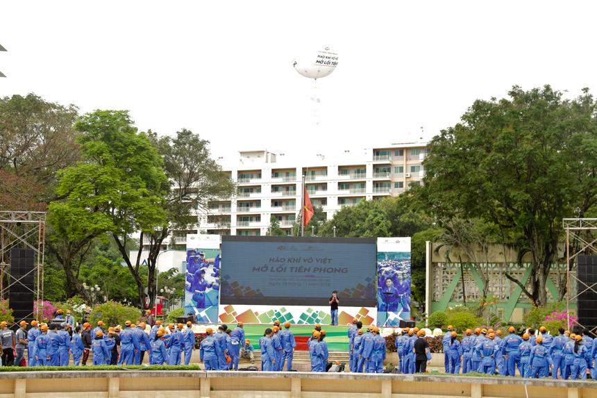 """Ngày 18/11, 7.000 học sinh và sinh viên Tổ chức Giáo dục FPT đã cùng đồng diễn Vovinam, xác lập kỷ lục """"Màn đồng diễn võ thuật lớn nhất Việt Nam"""" tại đồng thời 4 thành phố Hà Nội, Đà Nẵng, TP HCM và Cần Thơ. Trong đó riêng khu vực TP HCM có gần 3.000 võ sinh thuộc các đơn vị ĐH FPT, Cao đẳng FPT Polytechnic và ĐH Greenwich (Việt Nam) cùng tham gia."""