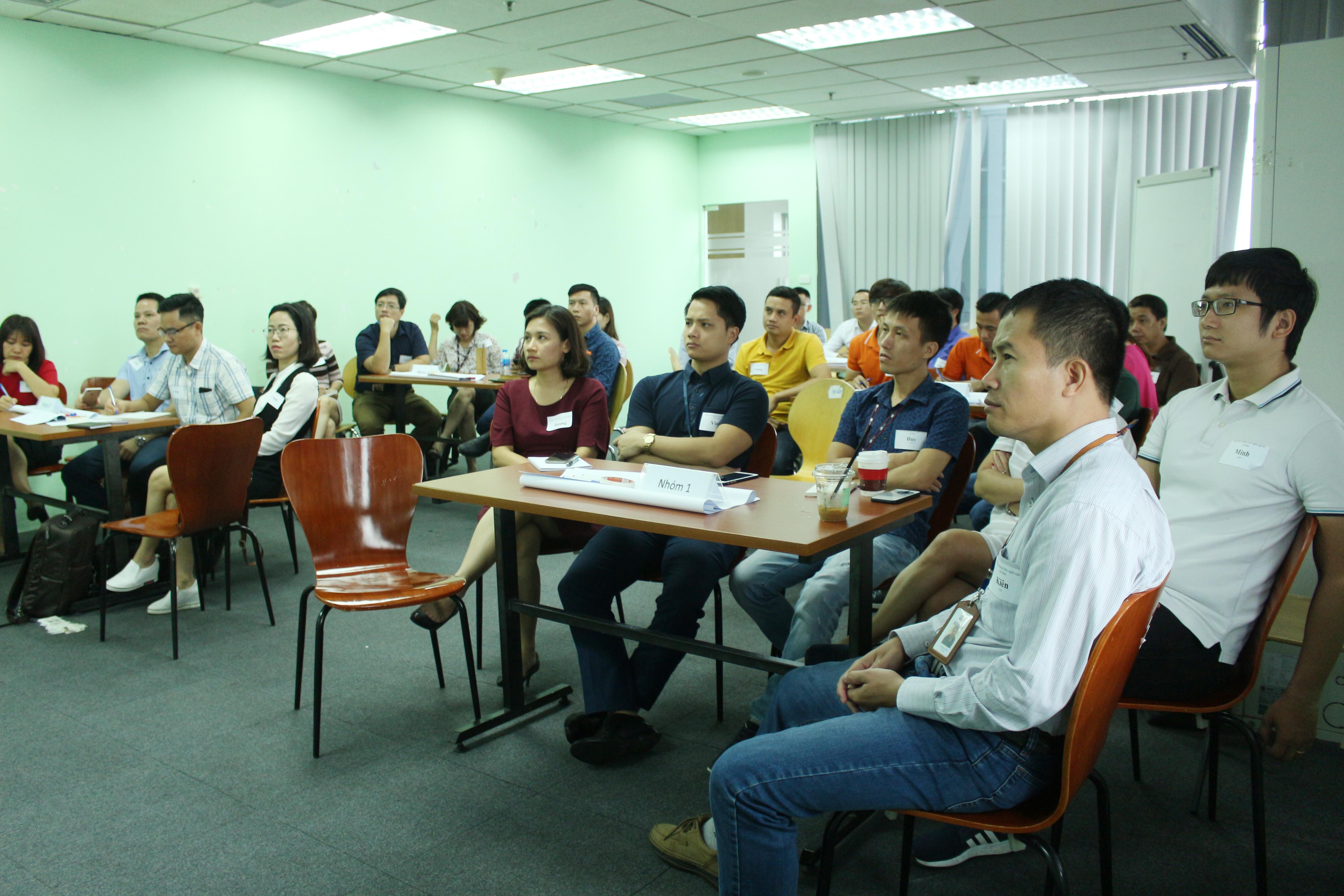 """Sáng 21/11, 30 cán bộ từ level 4 trở lên thuộc các đơn vị trong tập đoàn đã tham gia khoá học MOOCs Radar chart với chủ đề """"Phát triển thương hiệu nghề nghiệp cá nhân"""" tại phòng đào tạo tầng 14, tòa nhà FPT Cầu Giấy, Hà Nội."""