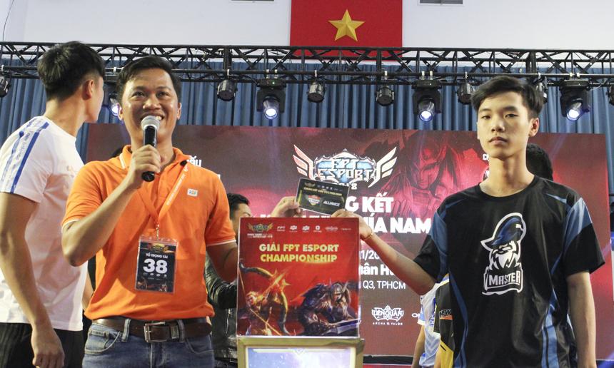 Trước đó, vào ngày 17/11, vòng loại khu vực TPHCM cũng đã diễn ra và chứng kiến sự lên ngôi của đội Thêm một lần đau. Đội Army eSport giành ngôi Á quân.