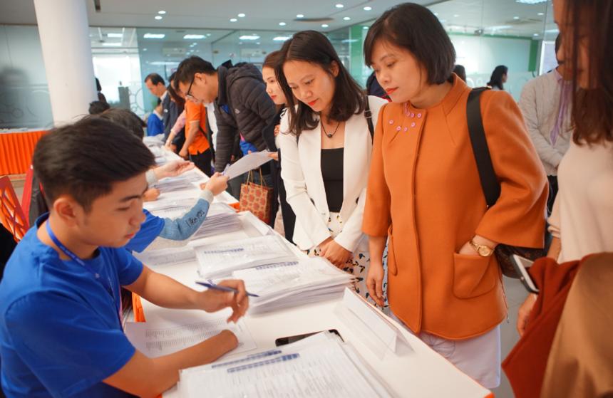 """Sáng 25/11, FPT Educamp 2018 đã chính thức khai mạc tại campus Hòa Lạc. Sự kiện lần thứ 5 được tổ chức với chủ đề """"Trường học 4.0"""". Trước đó, cuối ngày 18/11, BTC FPT Educamp 2018 chính thức đóng đơn đăng ký và ghi nhận có 64 diễn giả tham gia cùng 52 bài tham luận xoay quanh chủ đề nóng của chương trình. Ảnh: ĐH FPT."""