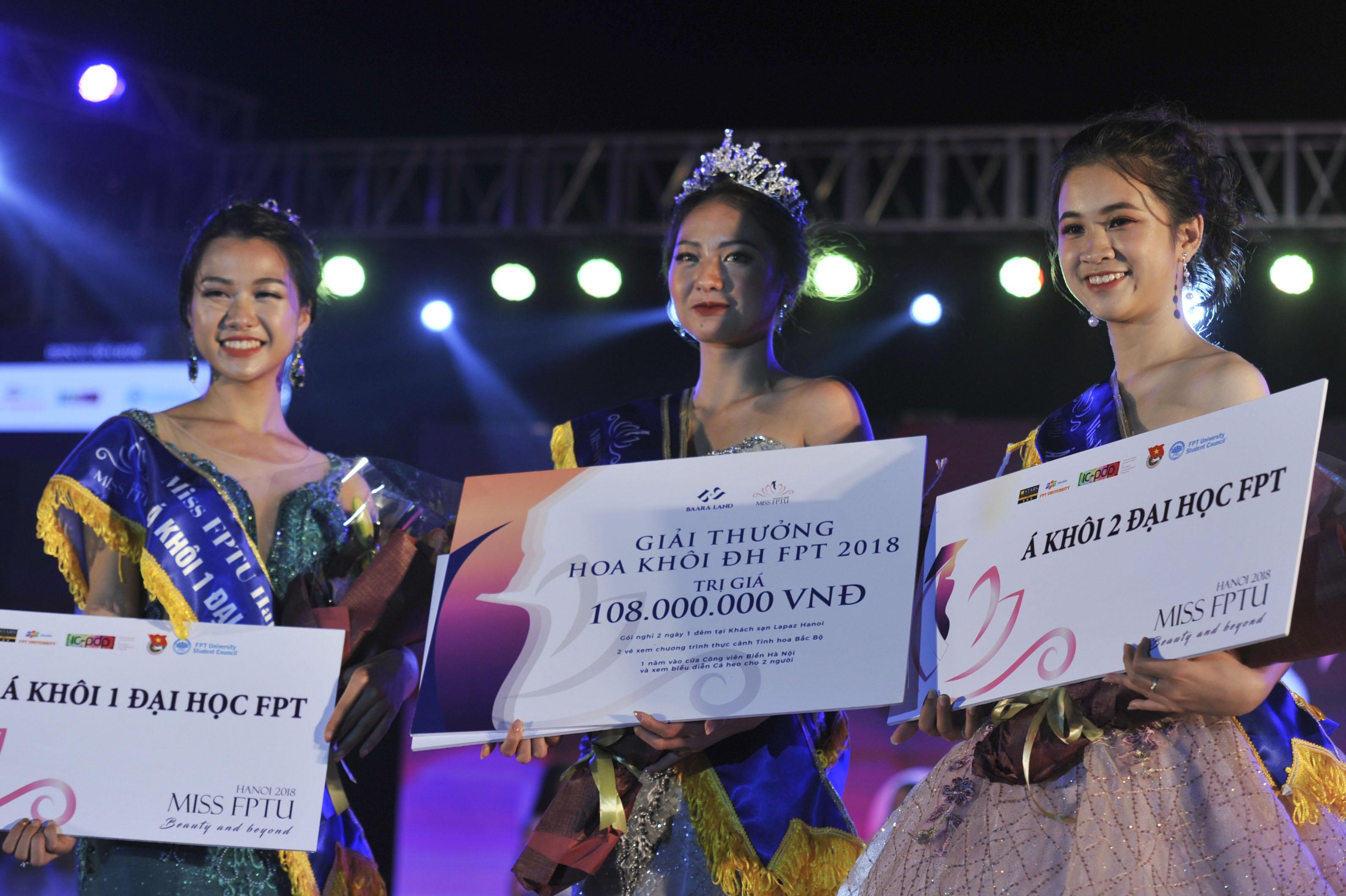 Sau 2 tháng phát động, cuộc thi Miss FPTU Hanoi 2018 đã đi đến chặng cuối cùng trong chuỗi hành trình tìm ra gương mặt nổi bật và tài năng nhất. Tối 2/12, tại bãi biển nhân tạo Baara Land (Quốc Oai, Hà Nội), với phần thể hiện xuất sắc trong đêm chung kết, thí sinh Nguyễn Bảo Ngọc (008) chính thức đăng quang ngôi vị hoa khôi Đại học FPT vô cùng xứng đáng.