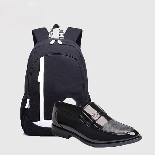 Một đôi giày lười ZAPAS màu đen dễ kết hợp với nhiều set đồ giúp các chàng trai thêm lịch lãm và tự tin khi ra ngoài, giá ưu đãi 219.000 đồng.