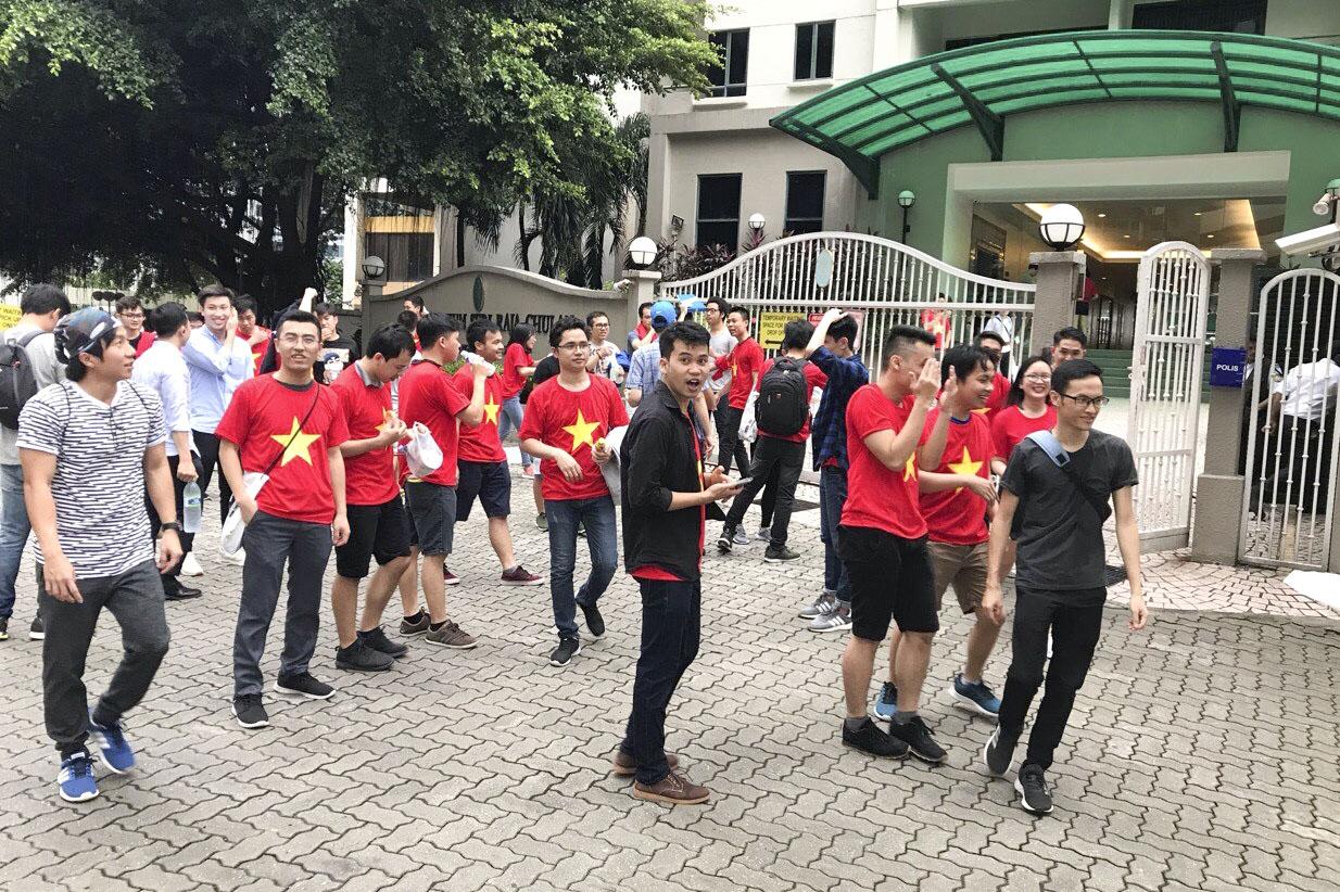 Đại gia đình FMAS lên đường ra sân vận động Bukit Jalil.
