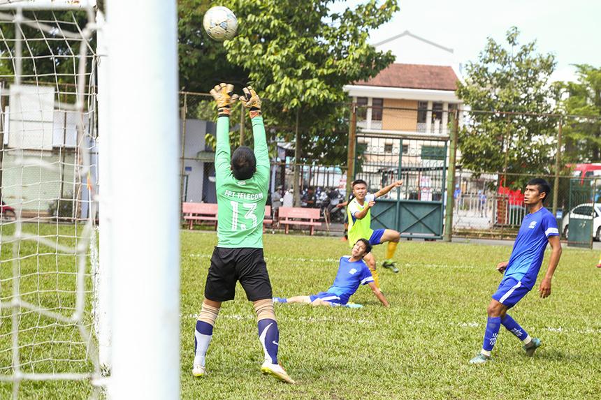 Nếu như đội tuyển Việt Nam có thủ môn Văn Lâm chơi xuất sắc thì FPT Telecom có thủ môn Tiến Lâm thi đấu cũng rất chắc chắn bằng những bắt bóng chắc chắn, an toàn.
