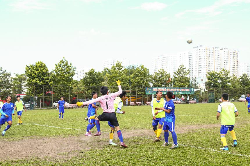 Những phút cuối trận, FPT Telecom dồn hết đội hình lên tấn công khiến trận đấu diễn ra căng thẳng và hồi hộp dù đã bước sang những phút bù giờ cuối cùng.