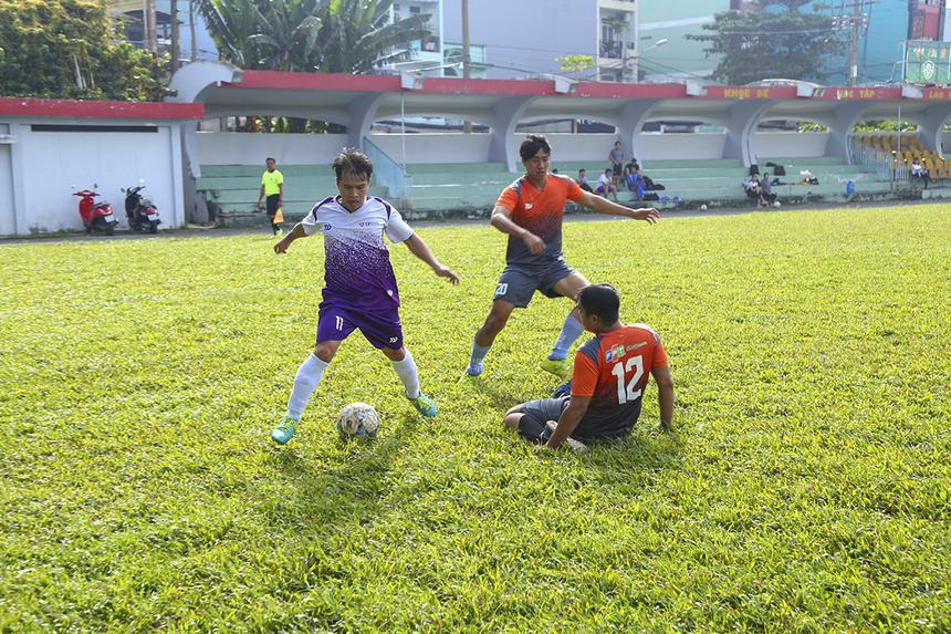 Trong khi FPT Retail chưa kịp xốc lại đội hình sau bàn thua đầu tiên, họ lại đón nhận hai bàn thua liên tiếp chỉ trong vòng chưa đầy 3 phút (từ phút 12 đến 15) lần lượt do công của bộ đôi Nguyễn Văn Thắng và Hồ Ngọc Anh.
