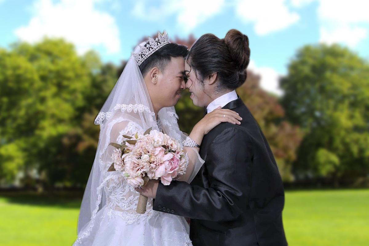 Chủ nhân của ý tưởng ảnh cưới độc đáo này làKoreng Thoeng (bộ phận Collector) và Pech Sodan (bộ phận Customer Care) thuộc FPT Telecom Campuchia (Opennet).