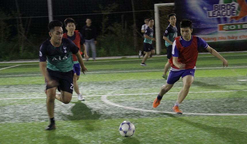 Trận đá play-off còn lại là cuộc so tài giữa BU3 (xanh đen) và SSG (áo đỏ).Đội giành chiến thắng sẽ được góp mặt ở Birds League 2019.Dù đội hình vượt trội nhưng BU3 phải rất vất vả mới giành chiến thắng trước SSG. Tỷ số chung cuộc là 4-3 dành cho BU3.
