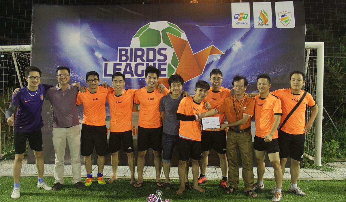 Tại Birds League, giải Nhì được trao cho R71. Đội bóng áo cam không thể tạo nên bất ngờ trước R72.
