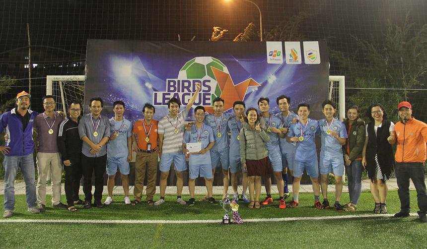 Không được đánh giá cao hơn đối thủ BS2, nhưng FQS lại chơi với tinh thần quả cảm trong trận chung kết. Với sự tỏa sáng của Hoàng Nhơn, đội bóng áo xanh đã lên ngôi vô địchChickens League.