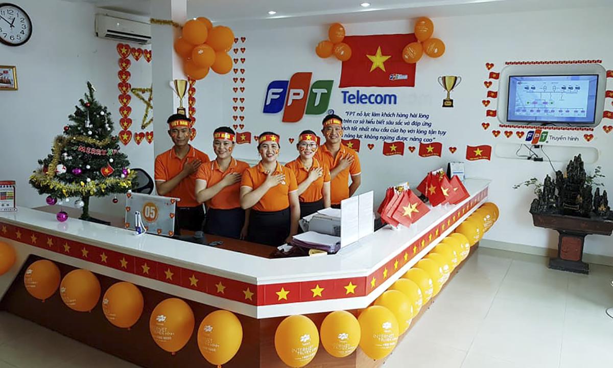 Xuống phía cực Nam Tổ quốc, FPT Telecom Cà Mau cũng rực rỡ cờ hoa.