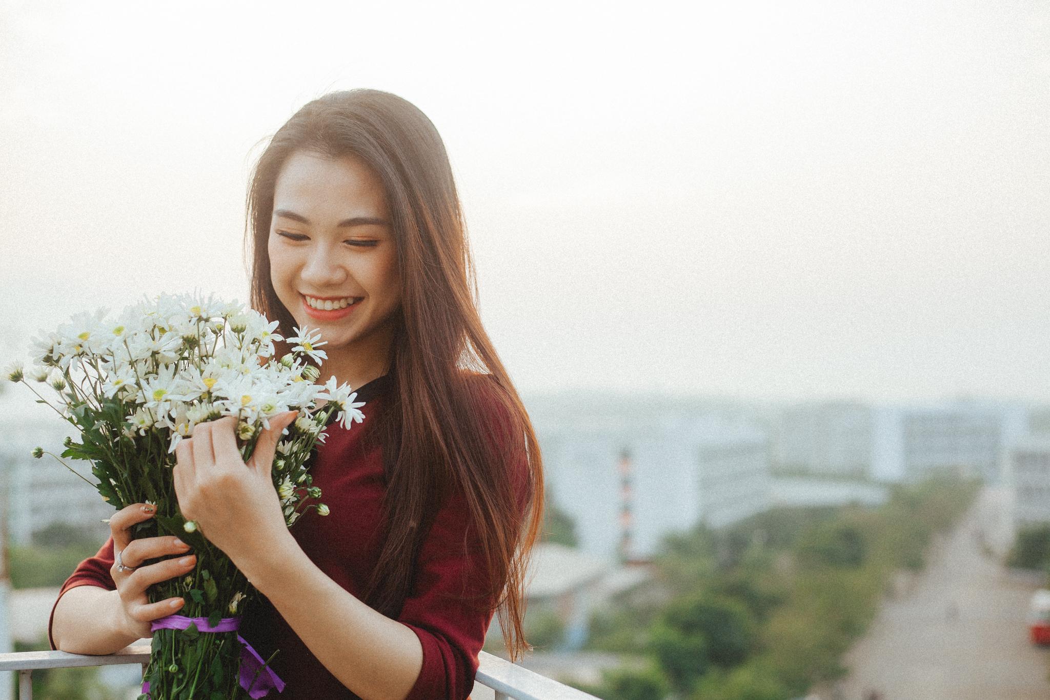 """Trước Miss FPTU 2018, Nguyễn Thơ từng giành được một số giải thưởng khác như giải khuyến khích 2 cuộc thi """"Start-up Uni"""" trường ĐH FPT 2016 và """"Vua bán hàng"""" Hà Nội 2017. Ngoài ra, cô bạn còn lọt vào Top 5 cuộc thi """"Hào quang tỏa sáng""""."""