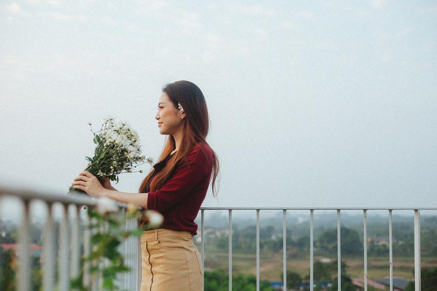 Cuộc sống hiện tại của Nguyễn Thơ bên cạnh việc học tập còn có công việc kinh doanh để tự kiếm thêm thu nhập cho bản thân. Cô bạn mong muốn sẽ trở thành một nữ doanh nhân trong tương lai để có thể tự chủ, tự lập và tự do.