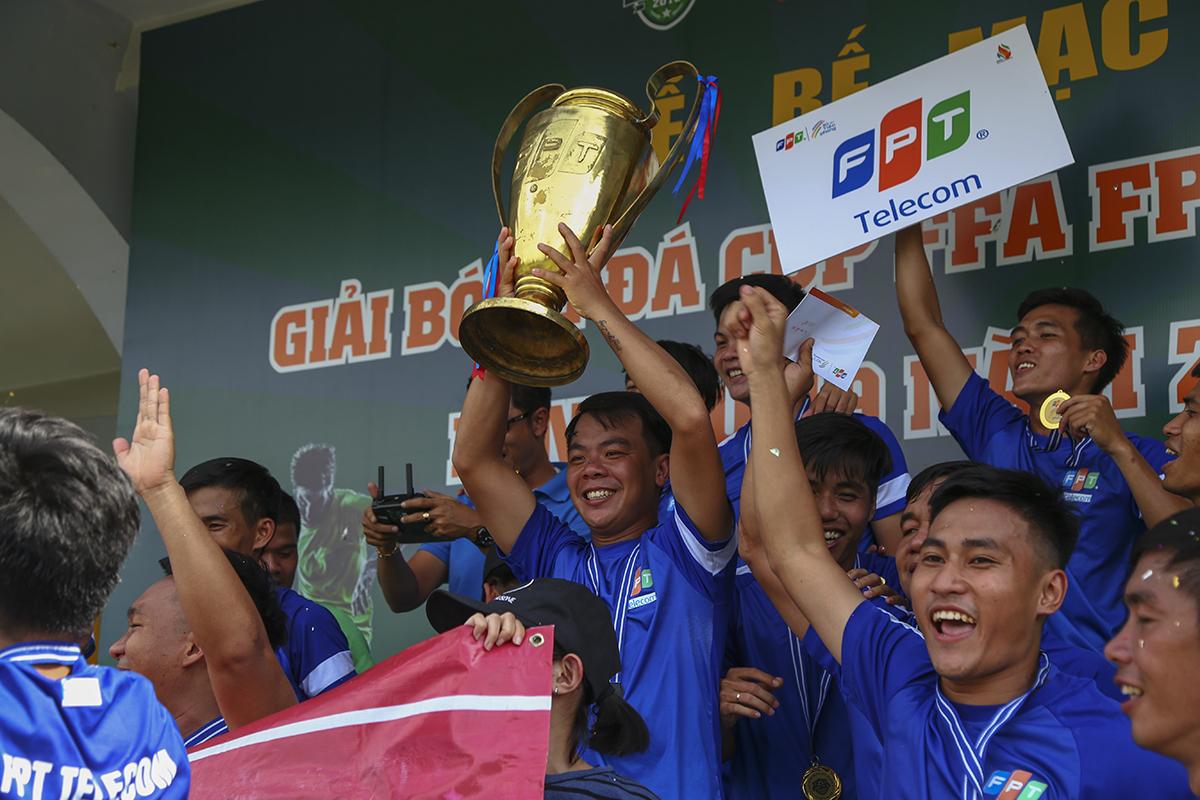 Chức Vô địch càng trở nên ngọt ngào khi người anh em PNC của họ cũng giành luôn ngôi Á quân để khẳng định sức mạnh tuyệt đối của Viễn thông ở bóng đá FPT HCM.