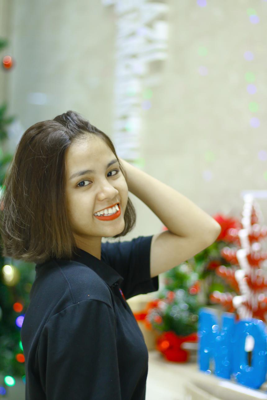 """Huỳnh Thảo Trang, nhân viên kinh doanh FPT Telecom, muốn nhắn gửi: """"Chúc tất cả mọi người mùa Giáng sinh an lành, ấm áp bên người thân yêu của mình""""."""
