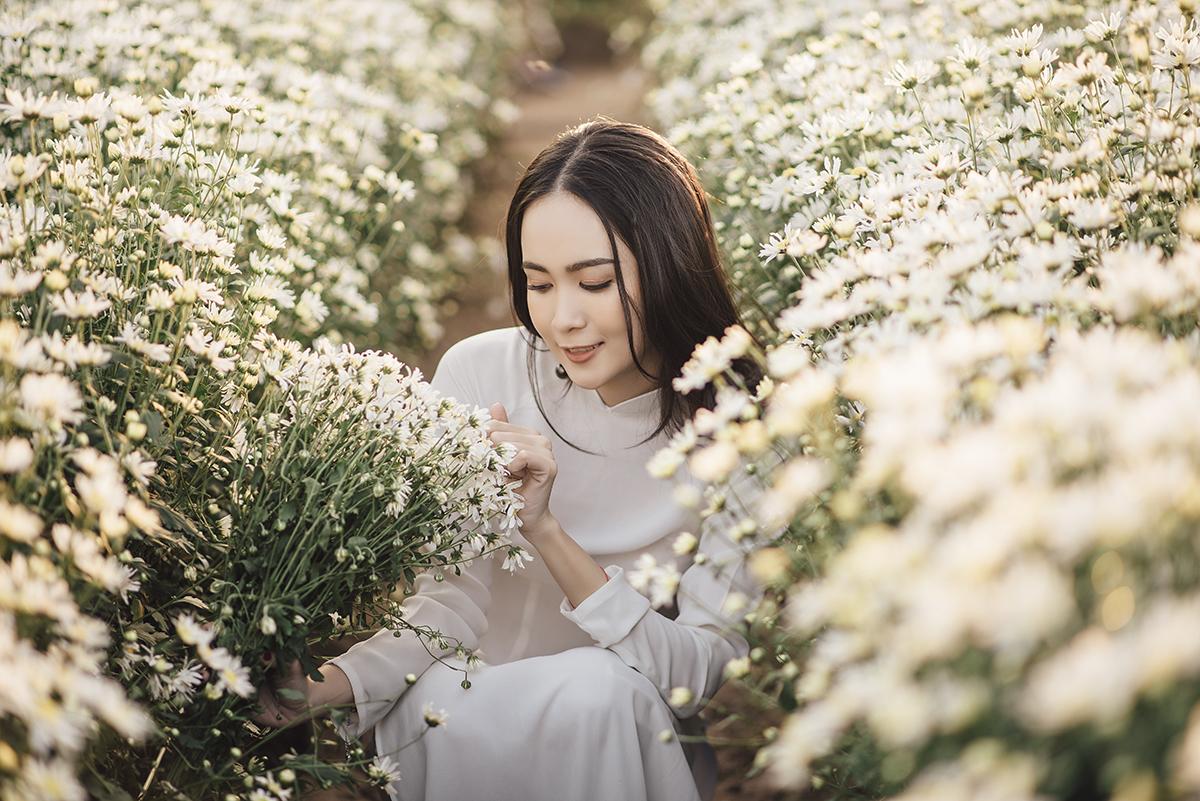 Không chỉ được biết đến là giảng viên Nhật ngữ của ĐH FPT Cần Thơ, Thanh Trúc còn được nhiều người biết đến như một người mẫu ảnh với những bộ ảnh ngây thơ, trong sáng đẹp lung linh. Cô nàng cũng chia sẻ ngoài du lịch, chụp ảnh là sở thích thứ hai của mình.