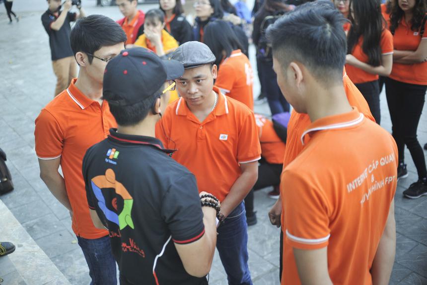 Các đội nhận mật thư đầu tiên từ thủ lĩnh Phan Phước Nhật, Trưởng phòng Văn hóa & Đoàn thể FPT Telecom (FUN).