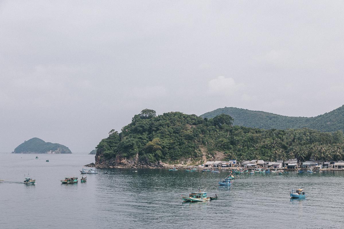Quần đảo Nam Du là một quần đảo nằm về phía đông nam đảo Phú Quốc trong vịnh Thái Lan, cách bờ biển Rạch Giá 65 hải lý. Với hơn 21 đảo hòn lớn nhỏ, Nam Du cuốn hút với những bờ biển đẹp và thế giới thủy cung huyền ảo.