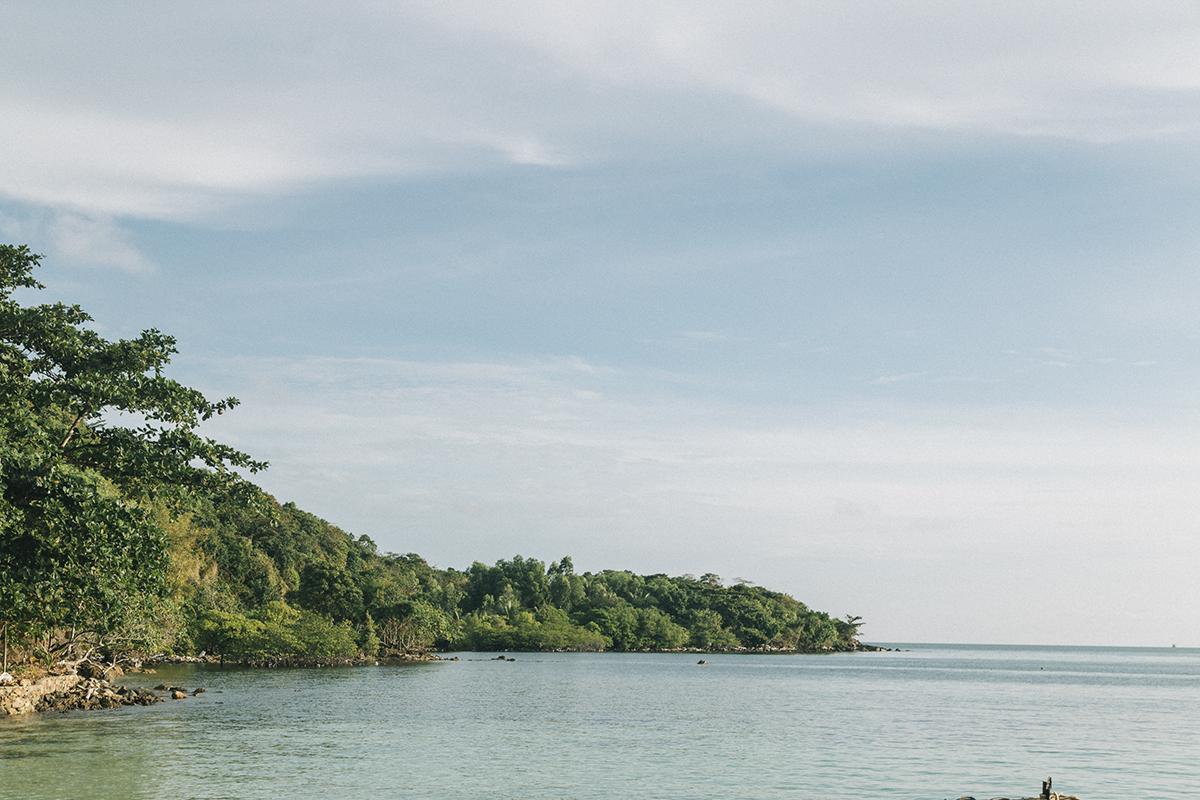 Bãi tắm ở Nam Du có cát trắng và rất mịn, nước biển rất trong và sạch, hàng dừa thẳng đều, cao vút, và gió biển lồng lộng tạo cảm giác tự do cho bất cứ ai đang tìm cảm giác yên bình, giải thoát khỏi những ồn ào, bon chen của cuộc sống thường nhật.