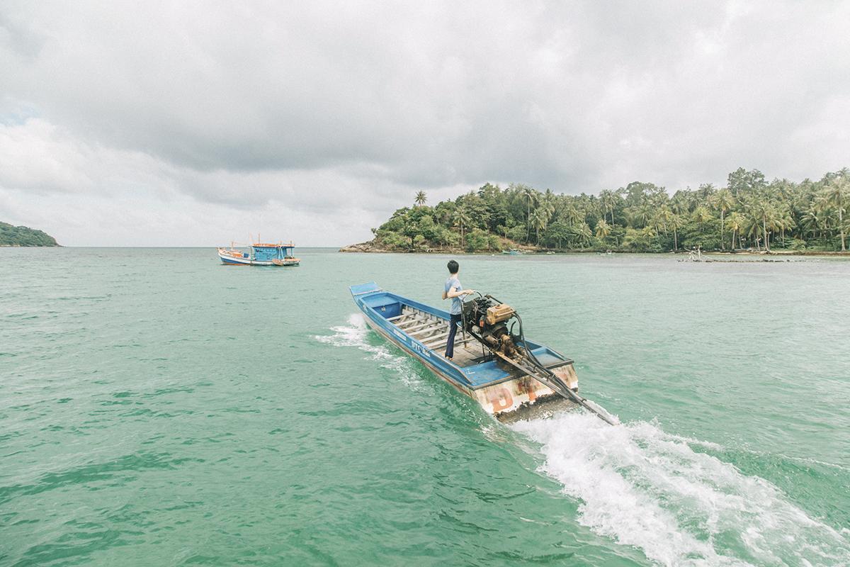 Nam Du chỉ có 11 hòn đảo có người ở, người dân ở đây đi lại chủ yếu bằng ghe thuyền và sống bằng nghề đánh bắt hải sản. Không chỉ nổi tiếng là đảo đẹp mà người Nam Du cũng rất thân thiện, mến khách như chính vẻ yên bình của nơi đây. Vì vậy, đây chính là nơi mà ít nhất một lần trong đời nên trải nghiệm.