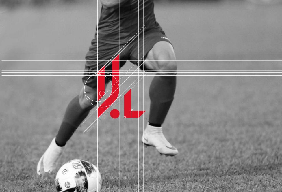 """Từ ý tưởng tạo hình cầu thủ, các hoạt động trên sân cỏ, các bạn đã thiết kế logo gồm những đường nét thẳng, sử dụng đường cắt nhằm thể hiện sự mạnh mẽ và tinh thần nhiệt huyết của các """"chiến binh sân cỏ""""."""