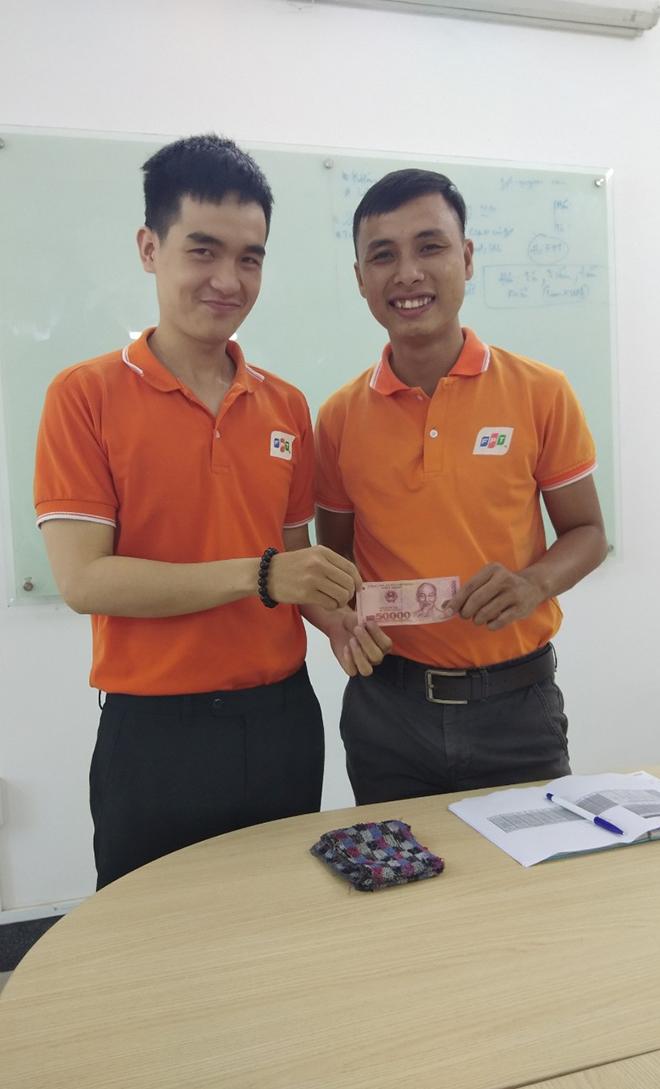 Để tạo động lực và ghi nhận những đóng góp, chi nhánh còn thưởng nóng cho CBNV.