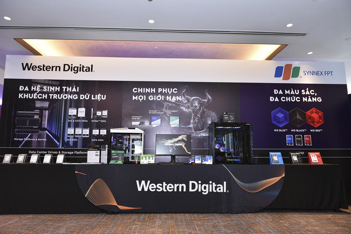 Các sản phẩm Western Digital sẽ được phân phối bởi Synnex FPT bao gồm:Desktop HDD: Blue & amp; Black (dành cho PC), Red & Red Pro (dành cho hệ thống NAS);Mobile: Blue & Black (dành cho Laptop);SSD: đầy đủ dải sản phẩm SSD gắn trong như Green (phổ thông), Blue (hiệu suất cao), Black (dành cho Gaming); Enterprise(L-HGST ): HDD, Mobile, Enterprise SSD, hệ thống flatform kèm nền tảng lưu trữ dành cho Data center.