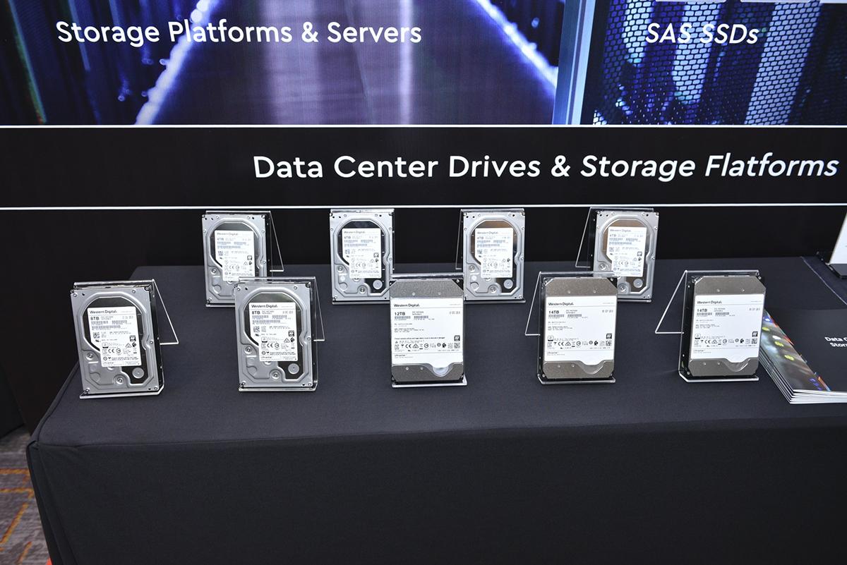 Ultrastar SSD là sản phẩm bắt kịp cách mạng công nghệ 4.0 với khả năng phản hồi tuyệt vời cùng dung lượng lớn, đáp ứng các ứng dụng và lưu trữ đòi hỏi khả năng tương tác cao. Ngoài ra, Ultrastar SSD sử dụng 3D MLC, 3D TLC và QLC NAND thế hệ mới cho dung lượng từ 120G đến 15,36TB. Sản phẩm tương thích với các chuẩn SAS, SATA, NVME, khả năng chuyển đổi giữa NVMeTM U.2 or AIC HH-HL và có khả năng hoạt động đến 2,5 triệu giờ (với SSD SAS) và 2tr giờ (với SSD SATA).