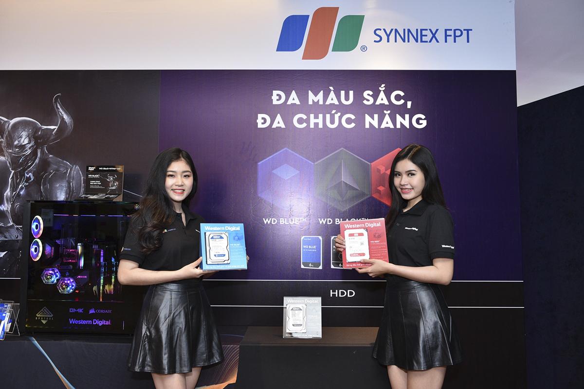 Các sản phẩm chính hãng Western Digital do Synnex FPT phân phối sẽ được hưởng đầy đủ chế độ ưu đãi, bảo hành, hậu mãi chu đáo tại các trung tâm bảo hành chinh hãng của Western Digital hoặc các Trung tâm FPT Services trên toàn quốc. Từ nay, khách hàng có thể trải nghiệm và mua các sản phẩm HDD, SSD, MOBILE, L-HGST cao cấp tại các đại lý bán lẻ của Synnex FPT trên toàn quốc.