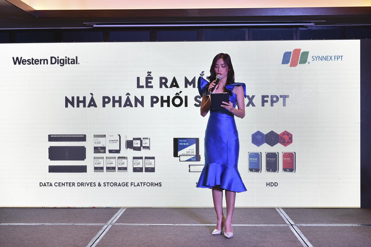 Western Digital chính thức công bố Synnex FPT trở thành đối tác chiến lược phân phối sản phẩm ổ cứng và thiết bị lưu trữ tại Việt Nam. Với kinh nghiệm có sẵn và đội ngũ nhân viên tài năng, Synnex FPT hứa hẹn sẽ mang tới dịch vụ phân phối, chăm sóc khách hàng và bảo hành hàng đầu Việt Nam cho các sản phẩm của Western Digital.