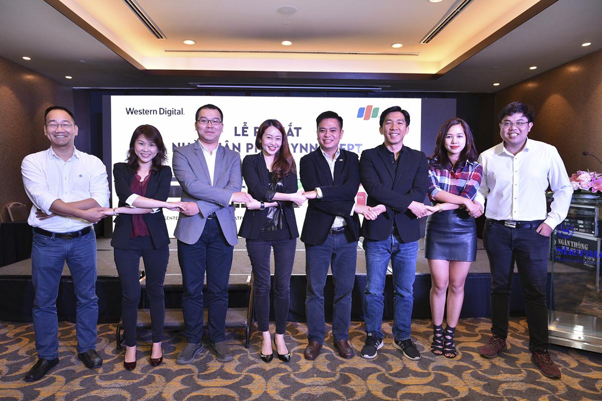 Theo ông Trương Bá Toàn - Giám đốc Western Digital Việt Nam, hợp tác của hãng với Synnex FPT sẽ cho phépWestern Digitaltiếp cận nhiều người tiêu dùng Việt Nam hơn với những thế hệ lưu trữ SSD hiệu suất cao đi cùng ổ cứng HDD dung lượng lớn, đáp ứng được tốt các nhu cầu sử dụng của người dùng hiện tại và tương lai.