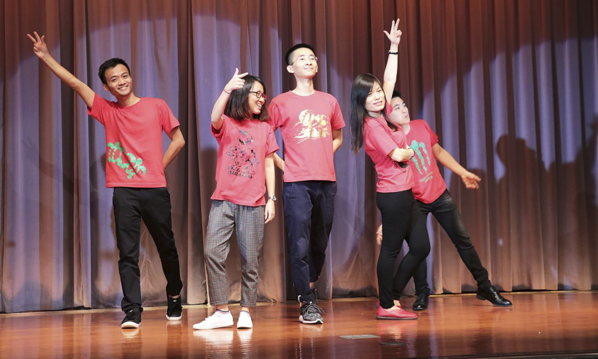 Tiết mục đặc sắc nhất là điệu nhảy Eisa do các nhân viên người Nhật và Việt cùng biểu diễn thể hiện sự gắn kết rất sâu sắc. Eisa (Okinawan : エ イ サ ー Eisaa) là một hình thức múa dân gian có nguồn gốc từ quần đảo Okinawa, Nhật Bản. Đó là một điệu nhảy được thực hiện bởi những người trẻ tuổi của mỗi cộng đồng trong lễ hội Bon để tôn vinh tinh thần của tổ tiên của người Okinawa. Nó trải qua những thay đổi mạnh mẽ trong thế kỷ 20 và ngày nay được xem như một phần quan trọng của nền văn hoá Okinawa.