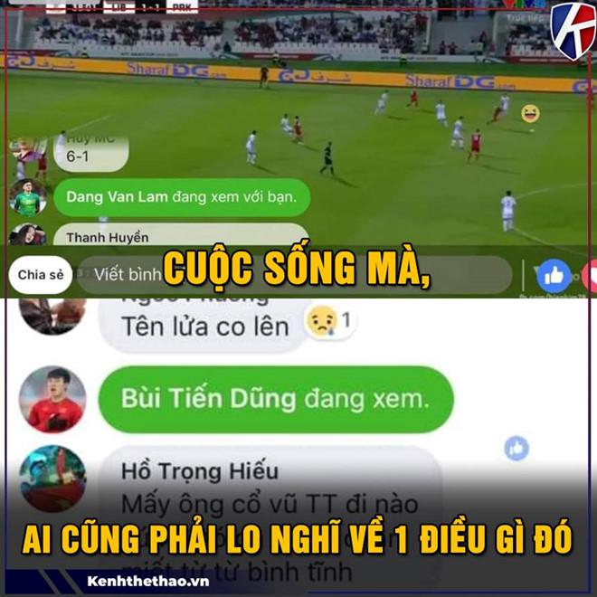 """Việt Nam là đội thứ hai trên thế giới đi tiếp nhờ điểm Fair Play sau Nhật Bản. Niềm vui khi Việt Nam được đi tiếp tại Asian Cup trở thành cảm hứng cho các bức ảnh chế trên mạng xã hội. Đặng Văn Lâm và Bùi Tiến Dũng bị người hâm mộ """"bắt gặp"""" vào xem livestream cuộc đối đầu giữa Lebanon và CHDCND Triều Tiên."""