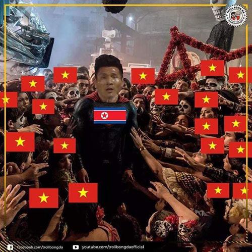 Người hâm mộ Việt Nam chung sức cổ vũ cho Triều Tiên ở trận đấu với Lebanon.