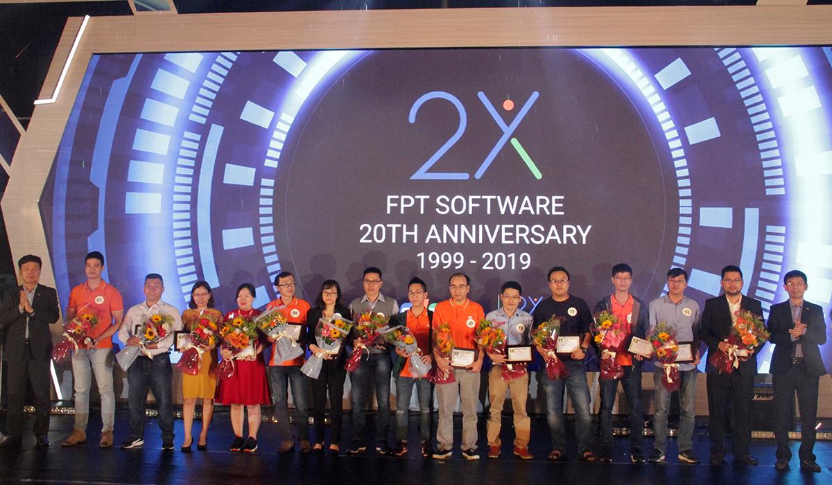 Dịp này, FPT Software Đà Nẵng vinh danh hơn 20 cá nhân có đóng góp quan trọng vào sự phát triển của đơn vị. Trong đó có 14 cá nhân thuộc Top 100 cá nhân xuất sắc của FPT Software.