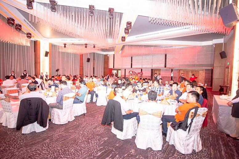 Chương trình có sự tham gia của khoảng 200 CBNV cùng khách mời. Tại sự kiện, lãnh đạo điểm lại hoạt động kinh doanh năm qua cũng như đưa ra những định hướng tương lai...