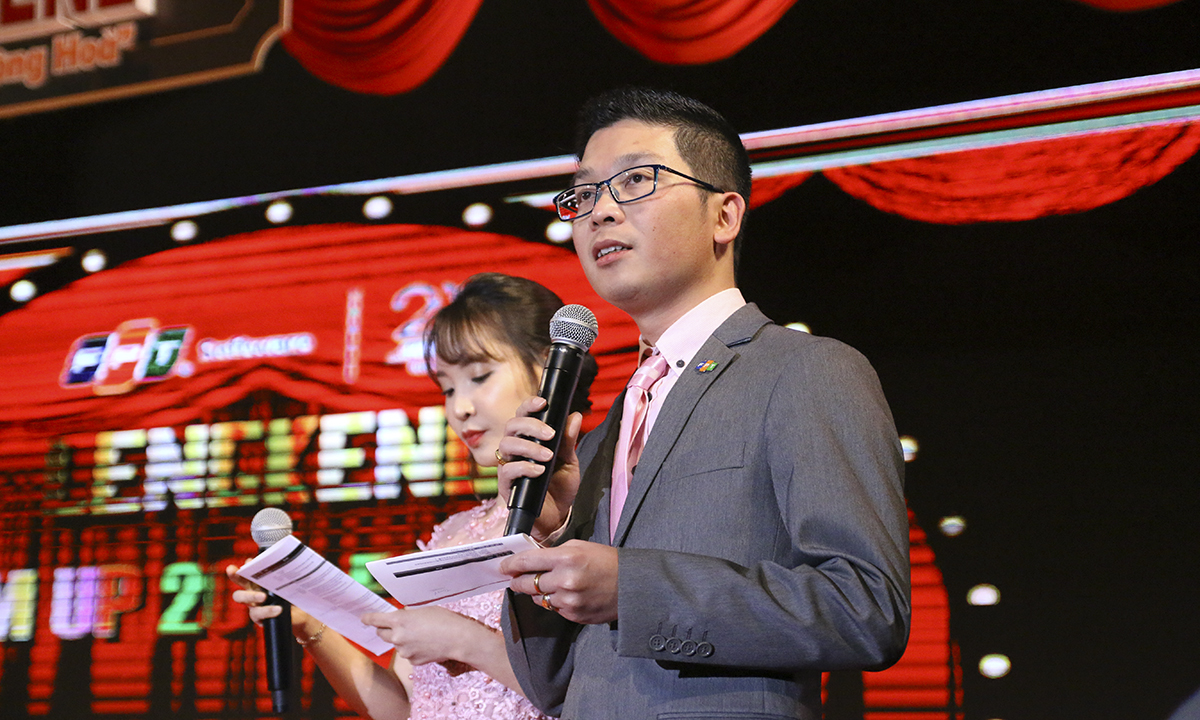 Anh Bùi Lê Tuấn là Tổng đạo diễn và cũng là MC của chương trình.