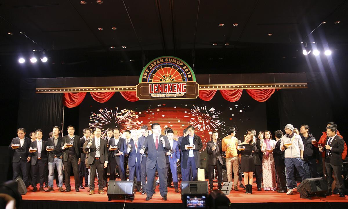 Chủ tịch FPT Software và lãnh đạo FPT Japan nâng ly khai tiệc mở ra phần Hội.