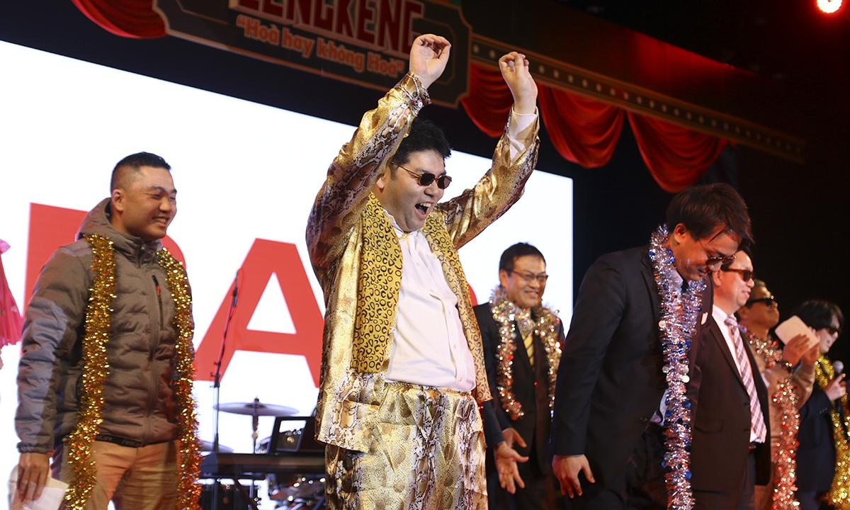 Vũ điệu nhảy đáng yêu của các đồng nghiệp Nhật Bản khiến cả hội trường thích thú.