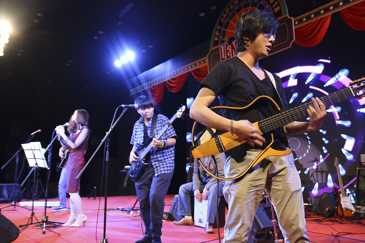 """LTV Band là ban nhạc """"cây nhà lá vườn"""" của FPT Japan. Vừa qua, LTV đã có show diễn ấn tượng, đa sắc màu và cảm xúc trong Sum-up FPT Japan 2018. Mở đầu phần Hội, """"Can't take my eyes off you"""" với giai điệu, ca từ trẻ trung qua giọng ca đầy nội lực của Kiều Trinh đã chinh phục khán giả có mặt tại Sum-up FPT Japan."""