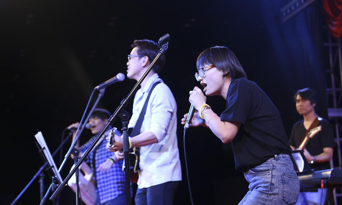 Đặc biệt, phần rap của Thanh Mai đã khiến khán giả bên dưới vô cùng thích thú.