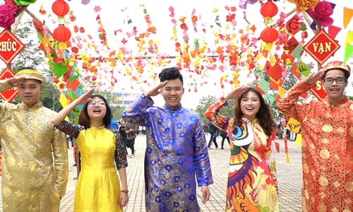 Chế hit Bích Phương, sinh viên FPT làm MV chúc mừng năm mới