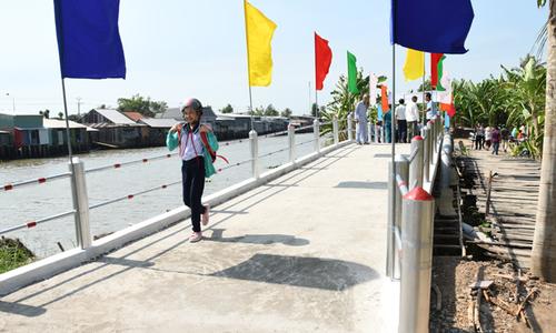 Những cây cầu đổi đời từ FPT
