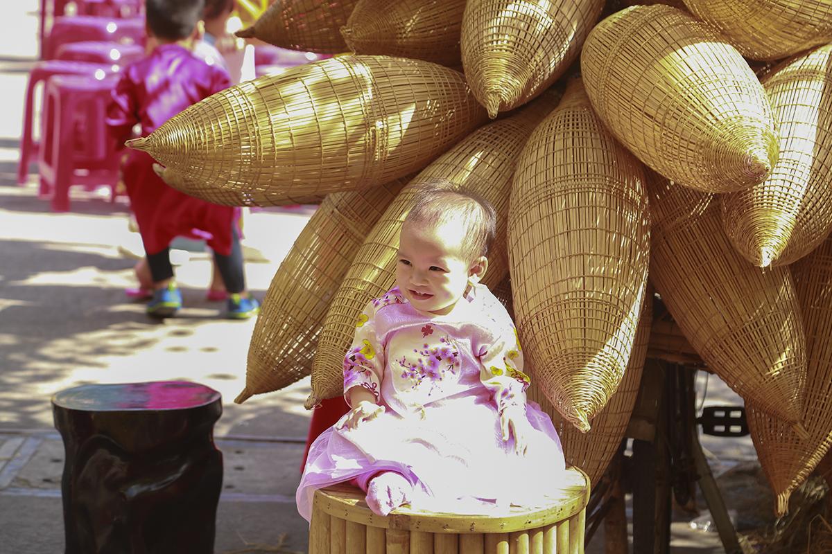 Nhưng để bắt được những khoảnh khắc cười đùa tự nhiên như thế này của các bé lại không phải là điều dễ dàng với người chụp.