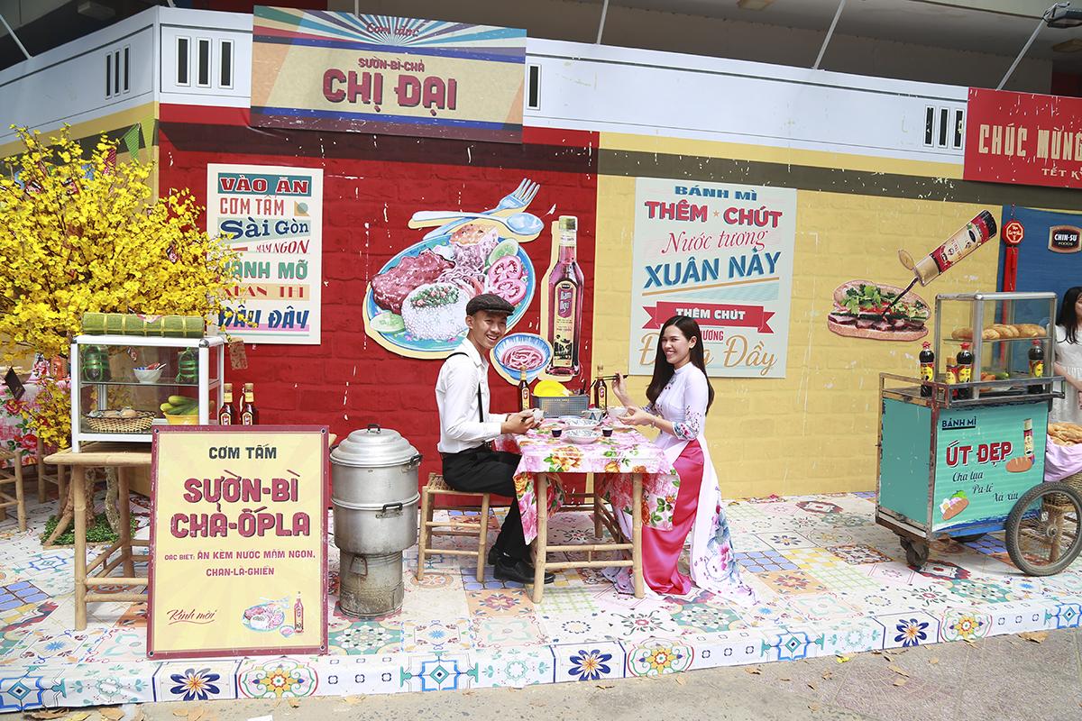 Không gian văn hóa này là một hoạt động thường niên nằm trong chuỗi chương trình lễ hội Tết Việt đón chào năm mới do Thành Đoàn TP HCM tổ chức. Trong không gian này, nhiều hoạt động văn hóa, giải trí hấp dẫn đã được tổ chức như: ca múa nhạc, biểu diễn thời trang, biểu diễn lân, sư, rồng.