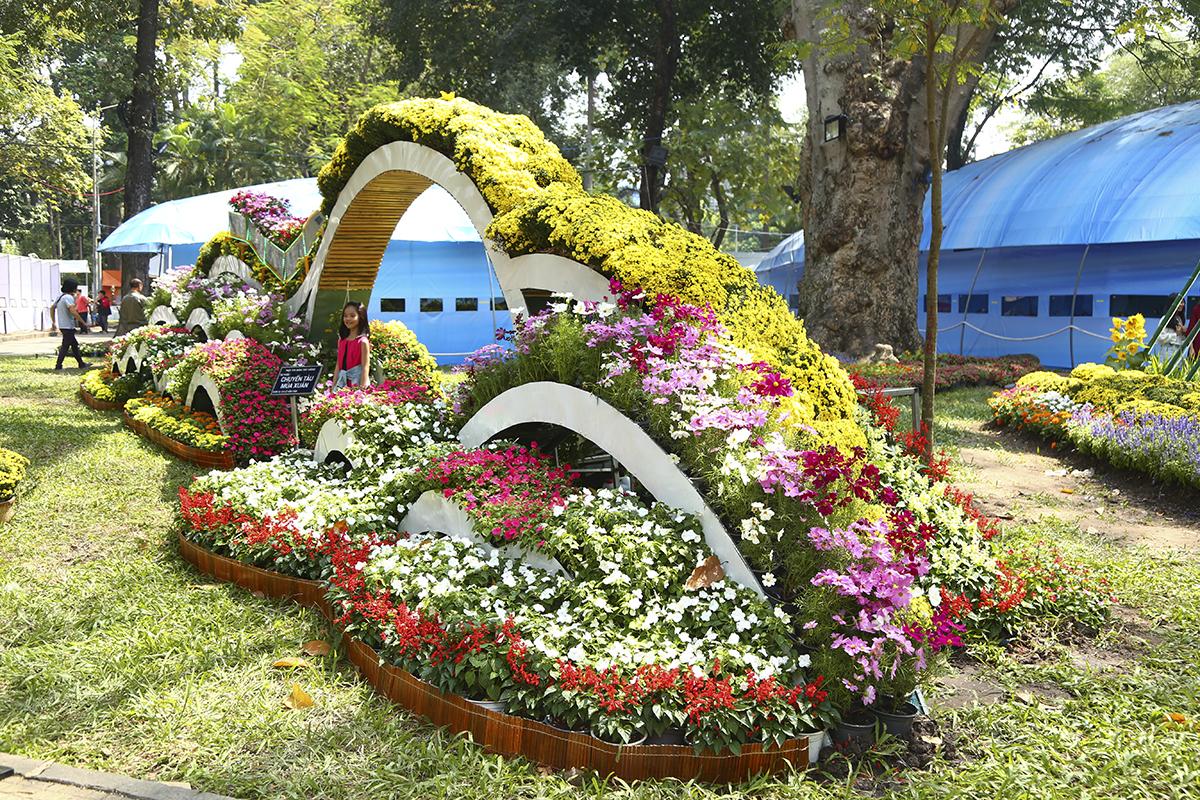 """Đây là tác phẩm """"Chuyến tàu mùa xuân"""" của đơn vị Công viên Lê Văn Tám tham gia dự thi."""