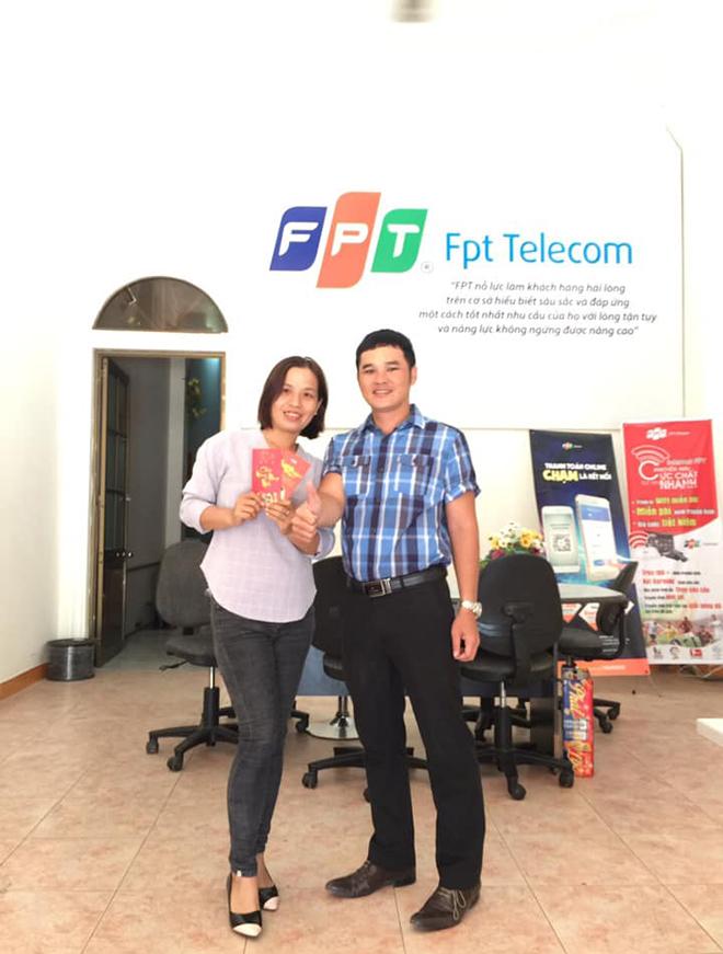 Người FPT Telecom chi nhánh Khánh Hòa cũng gặp mặt đầu năm và tặng bao lì xì.