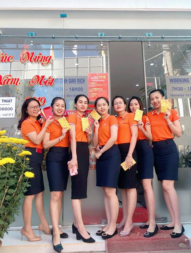 FPT Telecom chi nhánh Gia Lai cũng tổ chức ra quân đầu năm với hoạt động chào cờ, hát STCo, chạy khởi động...
