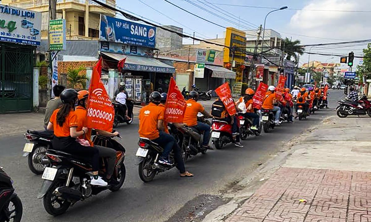 FPT Telecom Bình Thuận mở đầu năm Kỷ Hợi ngay từ mùng 4 Tết (ngày 8/2) bằng việc xuống đường roadshow.
