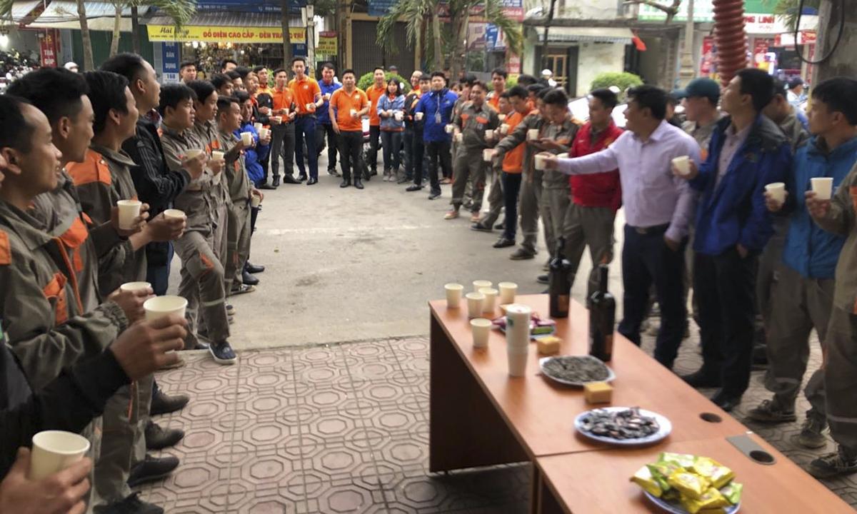 Trung tâm kinh doanh Hà Nội 14 rộn ràng khai tiệc đầu năm.